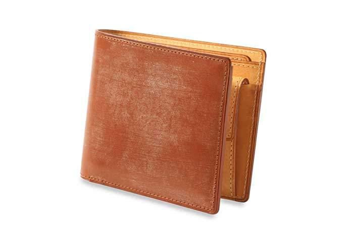 メンズはやっぱり二つ折り。デキる男なら持ちたい珠玉の二つ折り財布3選 4番目の画像