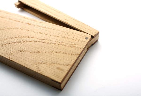 名刺入れに木の温かみを。上質なメンズの名刺入れには木製の逸品を 1番目の画像