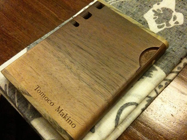 名刺入れに木の温かみを。上質なメンズの名刺入れには木製の逸品を 4番目の画像