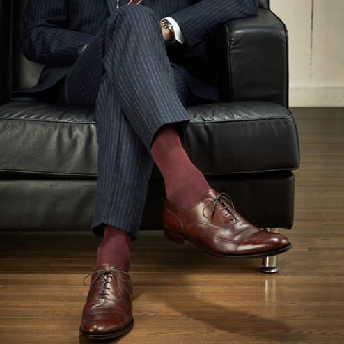 夏のスーツスタイルは足元おしゃれから。靴下屋「Tabio」が展開するおしゃれ靴下 2番目の画像