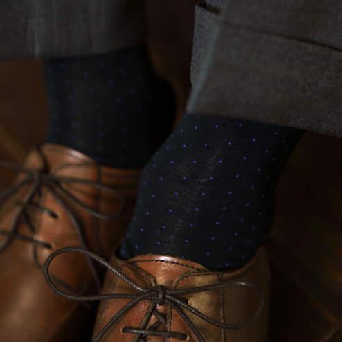 夏のスーツスタイルは足元おしゃれから。靴下屋「Tabio」が展開するおしゃれ靴下 3番目の画像