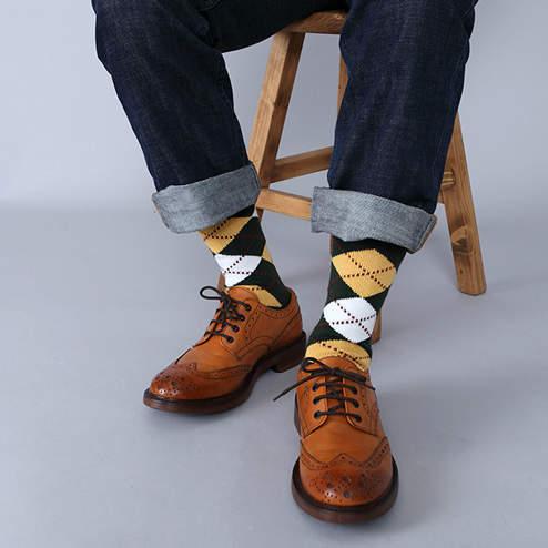 夏のスーツスタイルは足元おしゃれから。靴下屋「Tabio」が展開するおしゃれ靴下 4番目の画像
