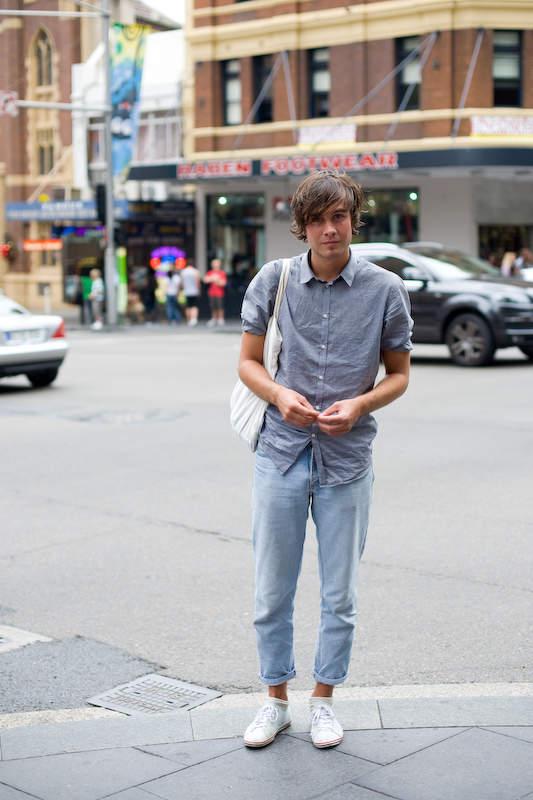 足元で魅せる「ジーンズ×ロールアップ」。夏の清涼感を演出する、ロールアップ着こなしをまとめてみた 4番目の画像