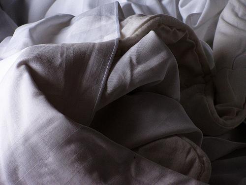 夏のベッドは寝苦しい……。ベッドルームを涼しく快適にするための3つの工夫 3番目の画像