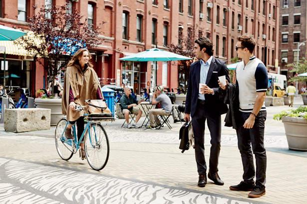 オフィスカジュアルの新発想。「ジャケット×ポロシャツ」の着こなしで夏をクールに、おしゃれに。 1番目の画像