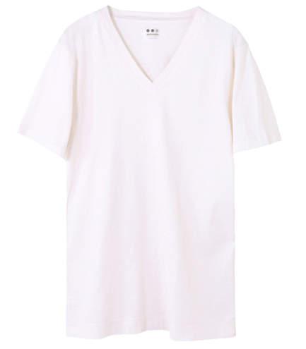 大人の白Tシャツはエレガントに。海外セレブの間で人気沸騰中「白Tシャツ」のおすすめな3枚 4番目の画像