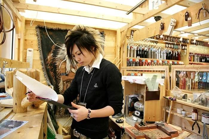 知る人ぞ知る革製品ブランド「アルズニ」:アルズニの財布が魅せるのは、最上級のこだわり。 2番目の画像