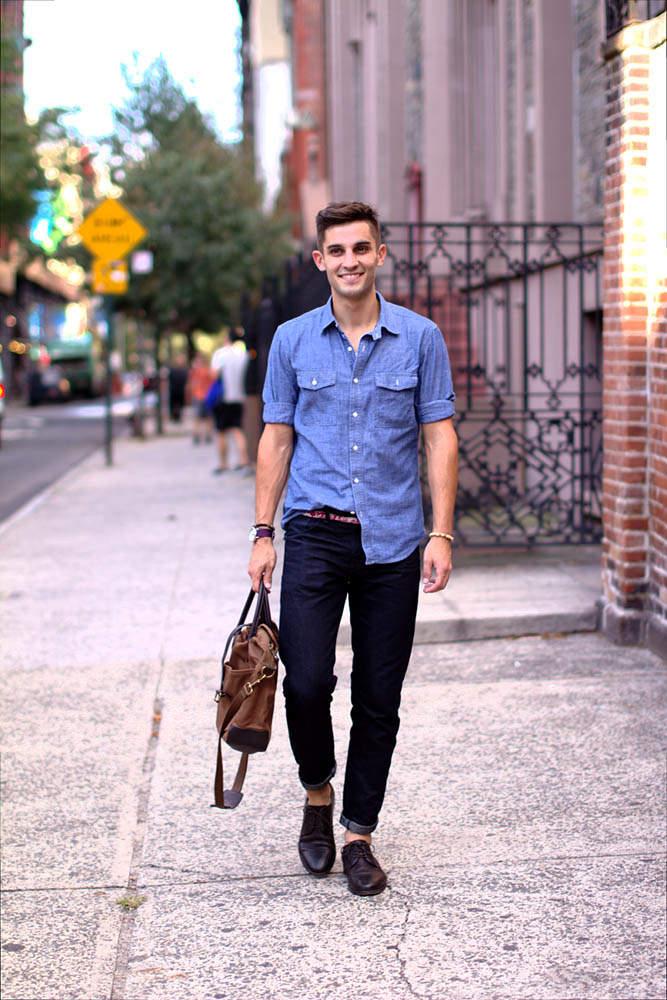 夏シャツ「シャンブレーシャツ」の着こなし術:夏らしさを演出するライトブルーの魅力 3番目の画像