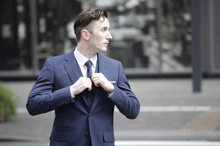 """2万円台のスーツが20万円のスーツを凌駕する。スーツの着こなしにおける""""フィット感""""の重要性 1番目の画像"""