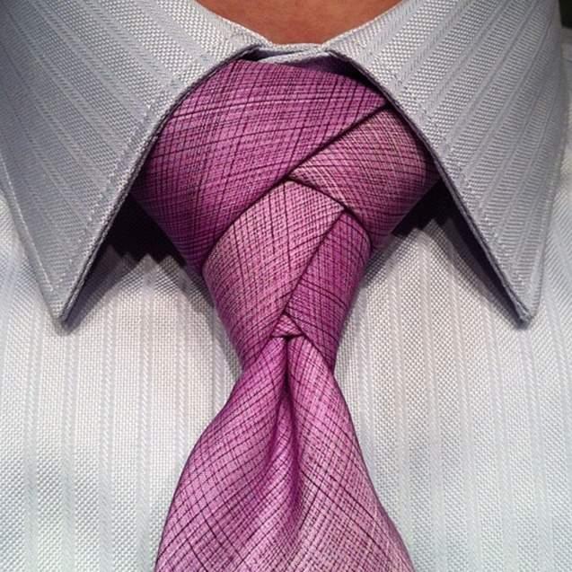 Vゾーンを左右する「ネクタイの結び方」:ワンランク上のおしゃれを目指すビジネスマン達へ 3番目の画像