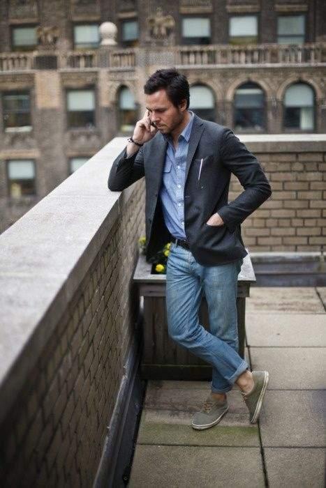 スニーカーでハズせ。テーラードジャケット×スニーカーのコーデが魅せる「大人のこなれ感」 2番目の画像