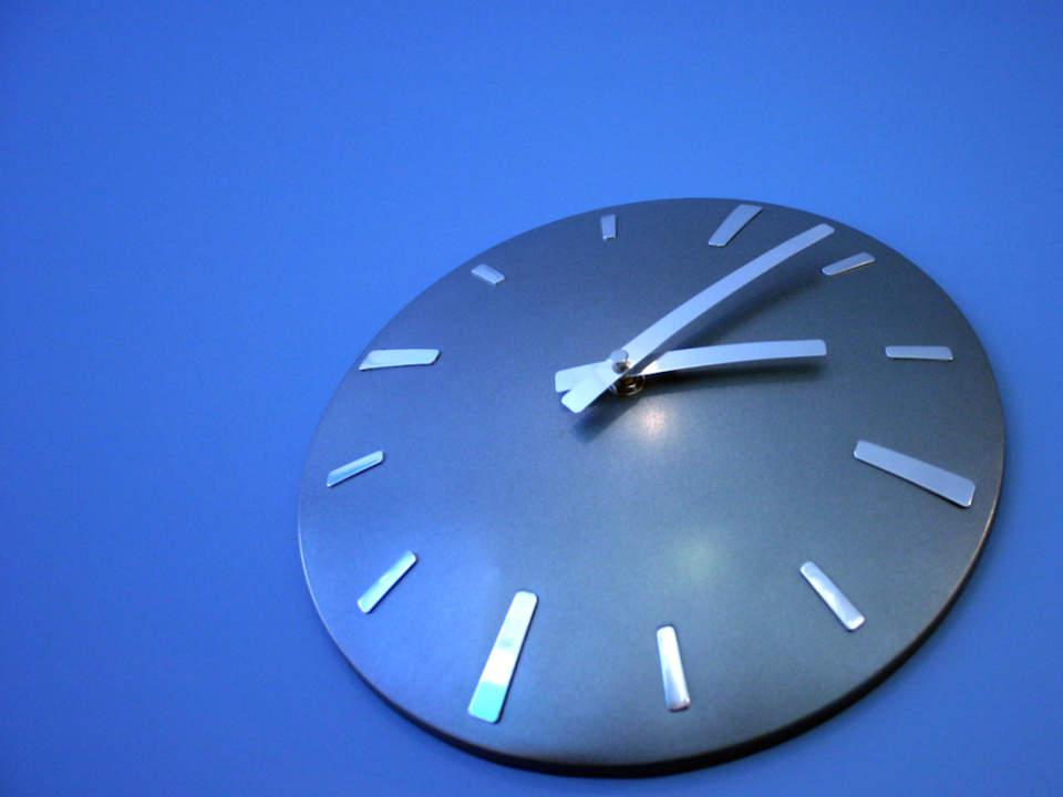 おしゃれな掛け時計が部屋を明るく彩る。デザインの優れた掛け時計5選 1番目の画像