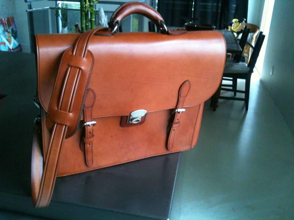 """ブライドルレザーの鞄が、ワンランク上のビジネスマンに選ばれる理由:英国紳士の""""スタンダード"""" 5番目の画像"""