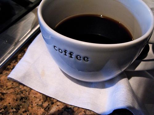 デザインの優れたコーヒーメーカー3選:自宅でカフェのようなひと時を 1番目の画像