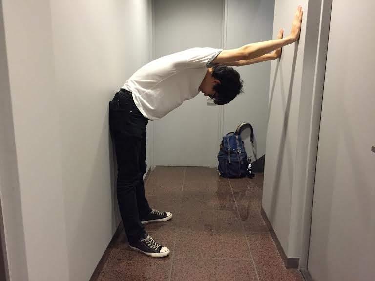 オフィスで3分、簡単肩こり解消ストレッチ。デスクワークで固まった身体を仕事の合間にリフレッシュ! 4番目の画像