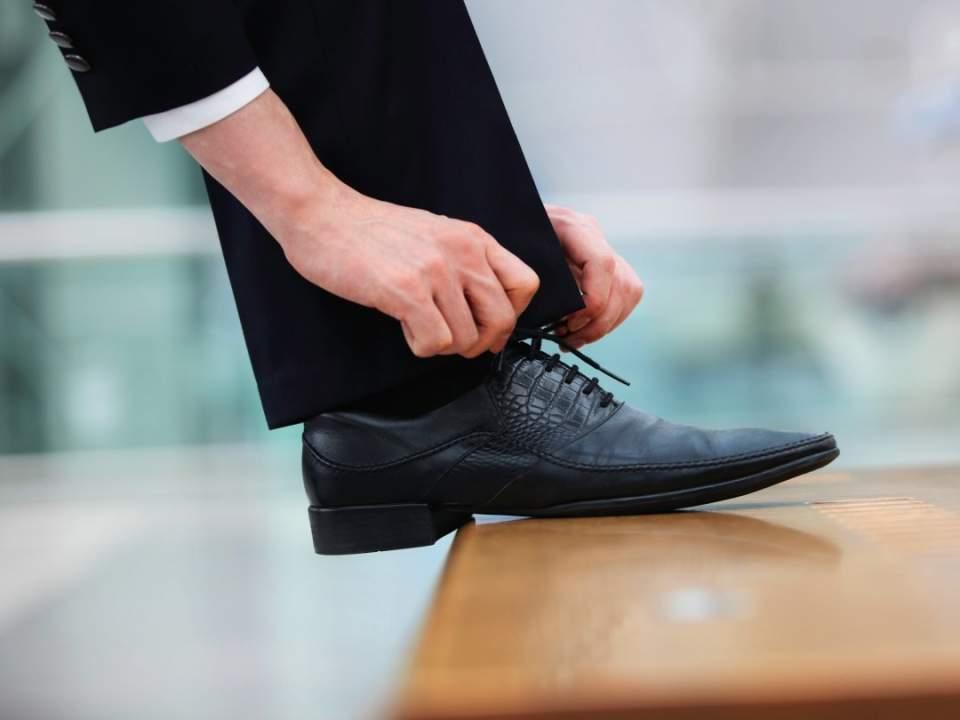 """ビジネス靴の中の湿度は驚きの""""99%""""! 臭い対策の救世主はジメジメもとれるあのアイテム 1番目の画像"""