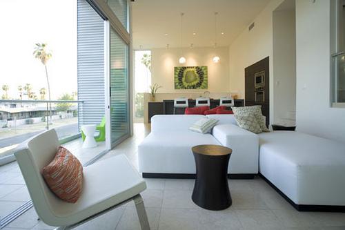 ソファーのデザインをおしゃれに変えるソファーカバーという存在。季節ごとにデザインを変えよう 1番目の画像
