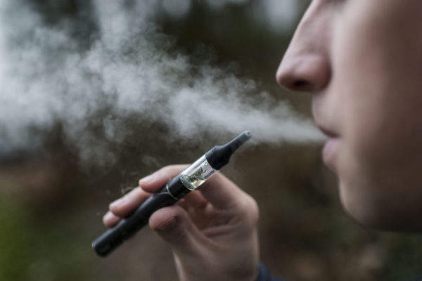 タバコで煙を出す時代は終わり。煙も匂いも出さない「加熱式タバコ」とは? 2番目の画像