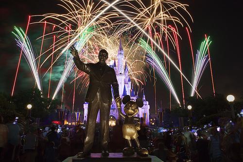 """顧客満足世界一! 職場でも活かせる""""成功の魔法""""とその秘密に迫る:『ディズニー7つの法則』 1番目の画像"""