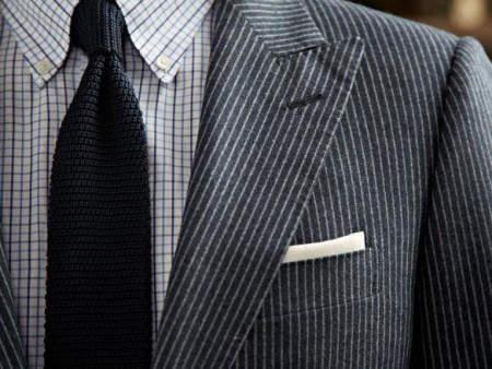 ポケットチーフの折り方は、これを読めばひとまず安心。基本をおさえた折り方でスーツ姿を格上げせよ 2番目の画像