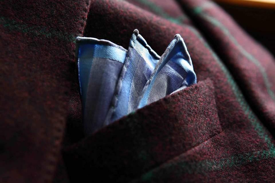ポケットチーフの折り方は、これを読めばひとまず安心。基本をおさえた折り方でスーツ姿を格上げせよ 6番目の画像