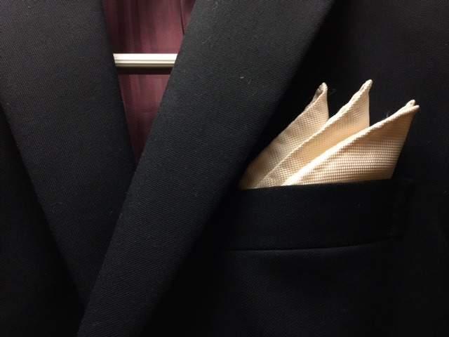 ポケットチーフの折り方は、これを読めばひとまず安心。基本をおさえた折り方でスーツ姿を格上げせよ 5番目の画像