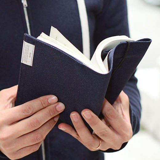 本だって見た目が9割! トータルコーディネートで楽しむ、おしゃれな大人のブックカバー 3番目の画像
