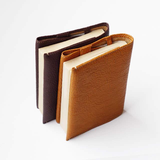 本だって見た目が9割! トータルコーディネートで楽しむ、おしゃれな大人のブックカバー 4番目の画像