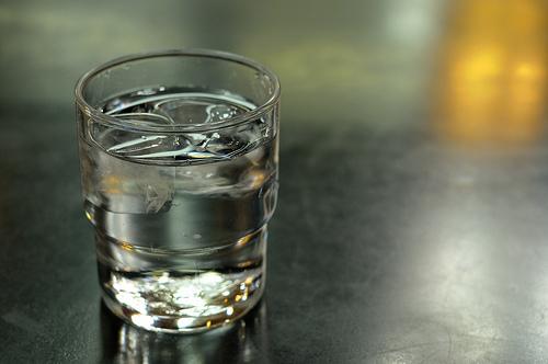 飲み会前から後まで、二日酔い解消術を徹底解説! 乳製品、チェイサー、寝る前の水で万全を期すべし。 3番目の画像