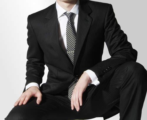 「スーツの選び方・着こなし法 第七ヶ条」を制定!:男のスーツは肩で着ろ。 4番目の画像