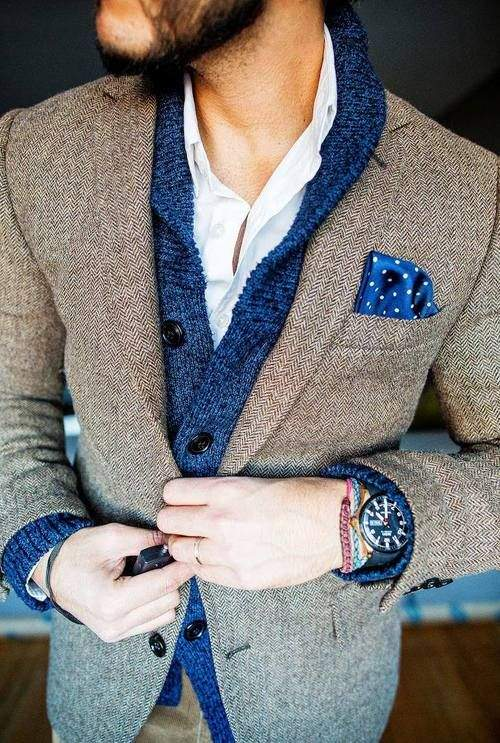 きれいめコーディネートの方程式:シャツ×カーディガン、首元のV字ラインで男の魅力を醸し出せ 4番目の画像