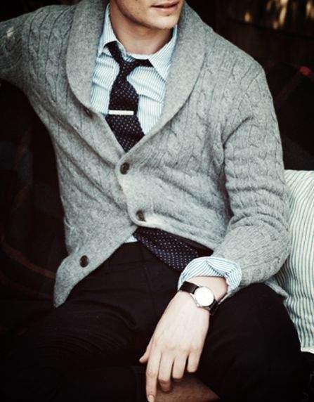 きれいめコーディネートの方程式:シャツ×カーディガン、首元のV字ラインで男の魅力を醸し出せ 8番目の画像