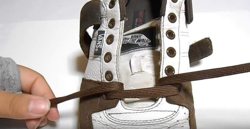革靴の紐、買ったときの結び方のまま?シーン別ビジネスシューズの紐の結び方 6番目の画像