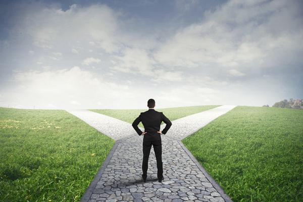 """""""社会の枠に収まらない選択肢"""" 幸福感を高める理想の独立とは:『まだ「会社」にいるの?』 2番目の画像"""