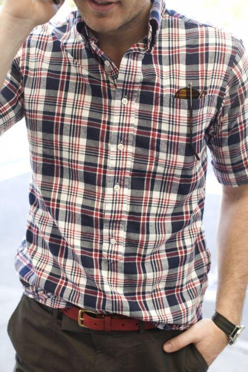 「タックイン」でカジュアルスタイルをフォーマルに演出。シャツイン=おじさんではない! 5番目の画像