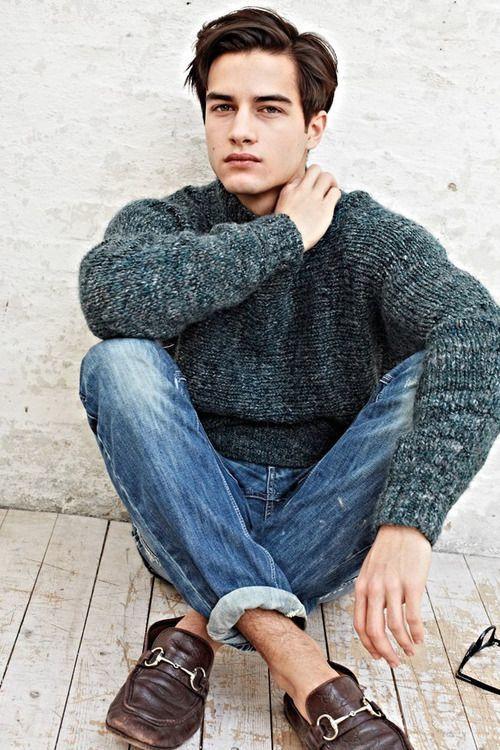 大人らしさの追求を! メンズセーターの大人な着こなしで、セーターのカジュアルなイメージを払拭せよ 6番目の画像