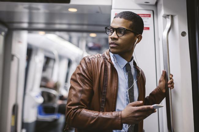 そのイヤホン、音漏れしてるかも……? 音漏れ防止イヤホンで毎日の通勤を快適に 1番目の画像