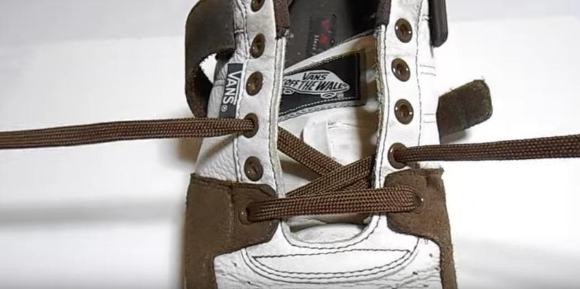革靴の紐、買ったときの結び方のまま?シーン別ビジネスシューズの紐の結び方 7番目の画像