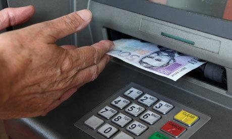 """""""スーパーのレジがATM代わりに"""" デビットカードの新サービスに賛否両論、キャッシュアウトとは 1番目の画像"""