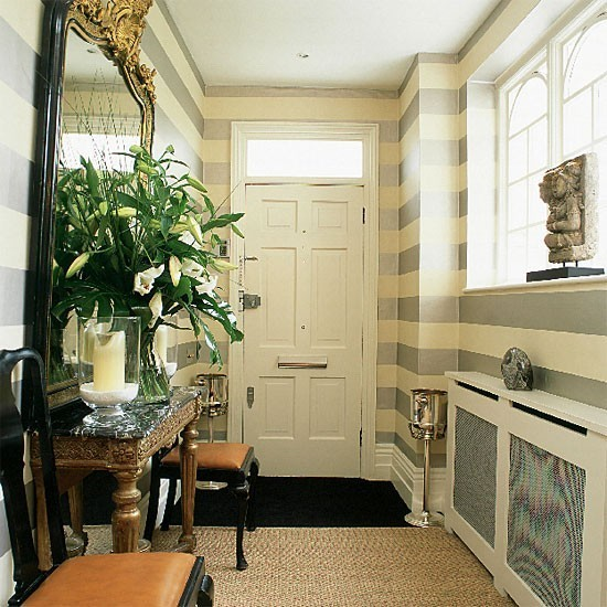 玄関に置くとキマる10個のインテリア小物:玄関をもっとおしゃれに楽しく、便利な空間に 1番目の画像