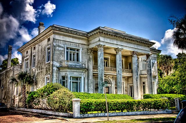 アメリカのお金持ちの家が多い地区トップ10:経済都市から高級リゾート地まで。あのセレブはどこに  1番目の画像
