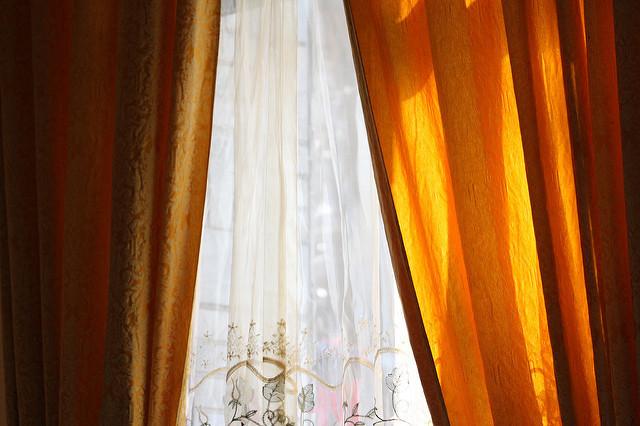 部屋が七色に変わるカーテンの色選び。カーテンの色でワンランク上の部屋作りを 3番目の画像