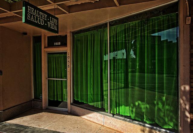 部屋が七色に変わるカーテンの色選び。カーテンの色でワンランク上の部屋作りを 5番目の画像