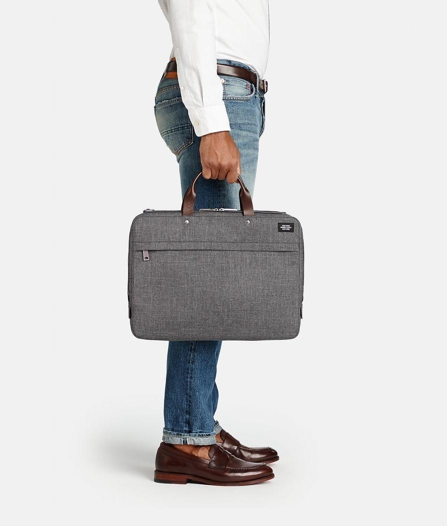 """ビジネスマンにおすすめの""""魅せる""""PCバッグ6選:機能的なPCバッグだからこそ、ビジュアルで選ぶ 4番目の画像"""