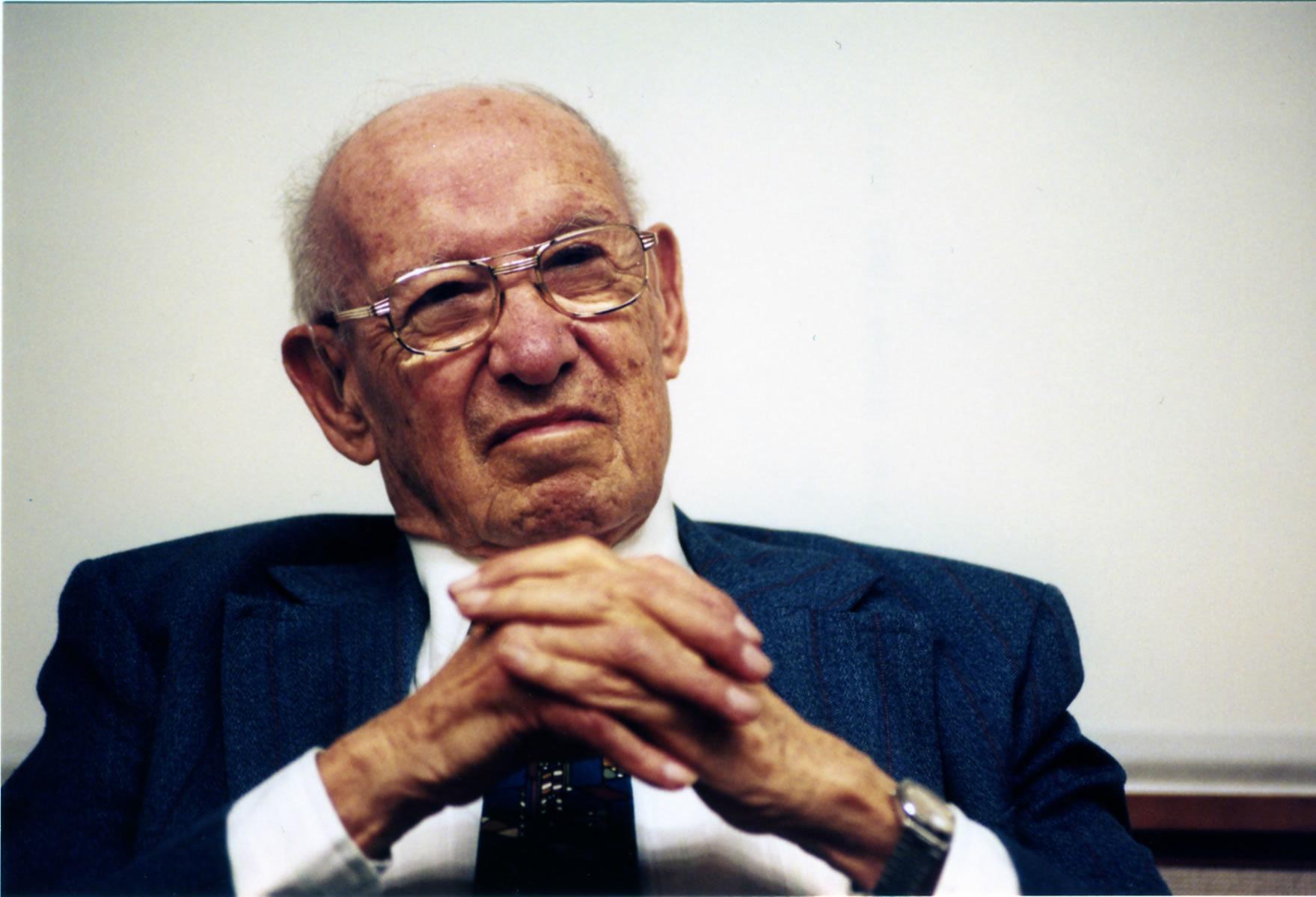 """現代経営学の創始者、ピーター・ドラッカーの名言11選:""""業績を上げる最大のカギは責任感だ"""" 1番目の画像"""