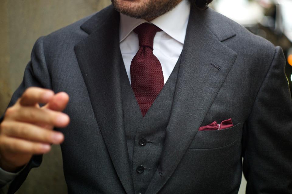 スーツにもネクタイでトレンドを:注目カラー「マルサラカラー」が今季のトレンドをかっさらう! 1番目の画像