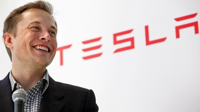 """""""未来を創る男""""イーロン・マスクが描くテスラのビジネスモデル:タイヤのついたコンピューターか? 2番目の画像"""