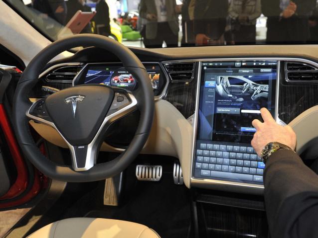 """""""未来を創る男""""イーロン・マスクが描くテスラのビジネスモデル:タイヤのついたコンピューターか? 3番目の画像"""