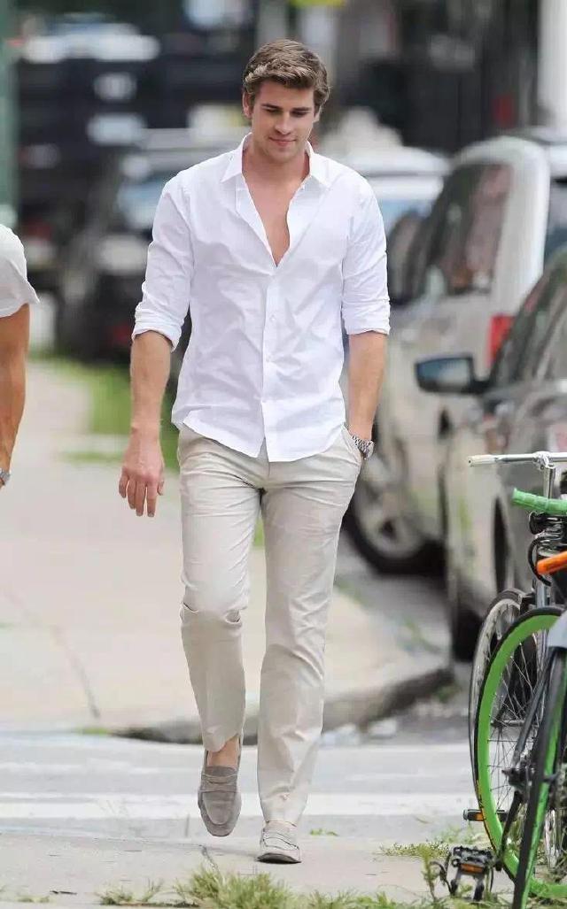 """メンズファッションの大黒柱、""""白シャツコーデ""""決定版:これからの季節には白シャツで爽やかに飾れ 9番目の画像"""