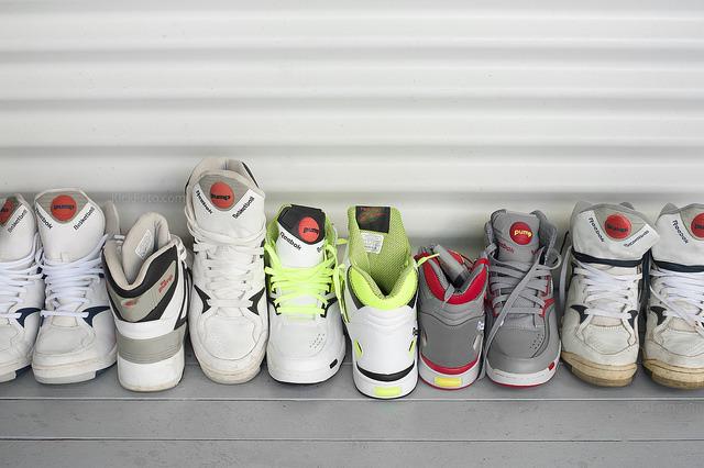 白い靴でシンプルに生きる。スタイリッシュな白スニーカー3選 1番目の画像